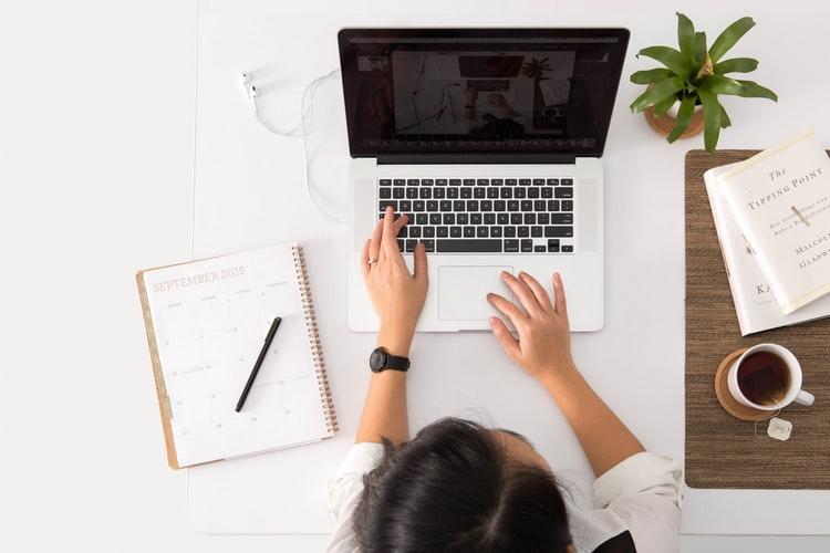 Mengapa Anda Butuh Website Content Writer Profesional?