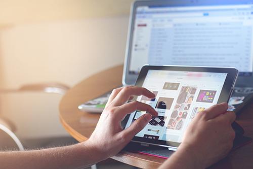 Social Media vs Website: Manakah yang Terbaik untuk Memulai Bisnis UMKM?